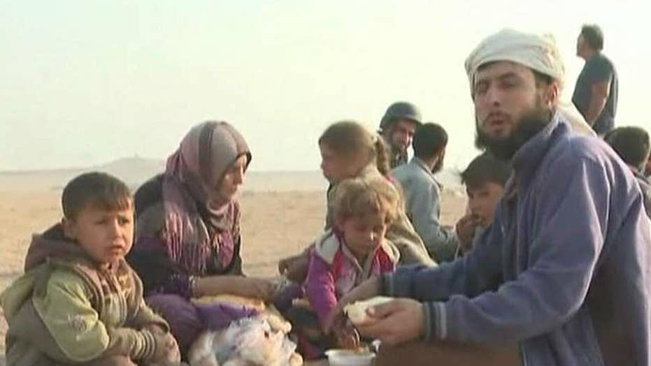 Iraqi special forces move civilians away from Mosul