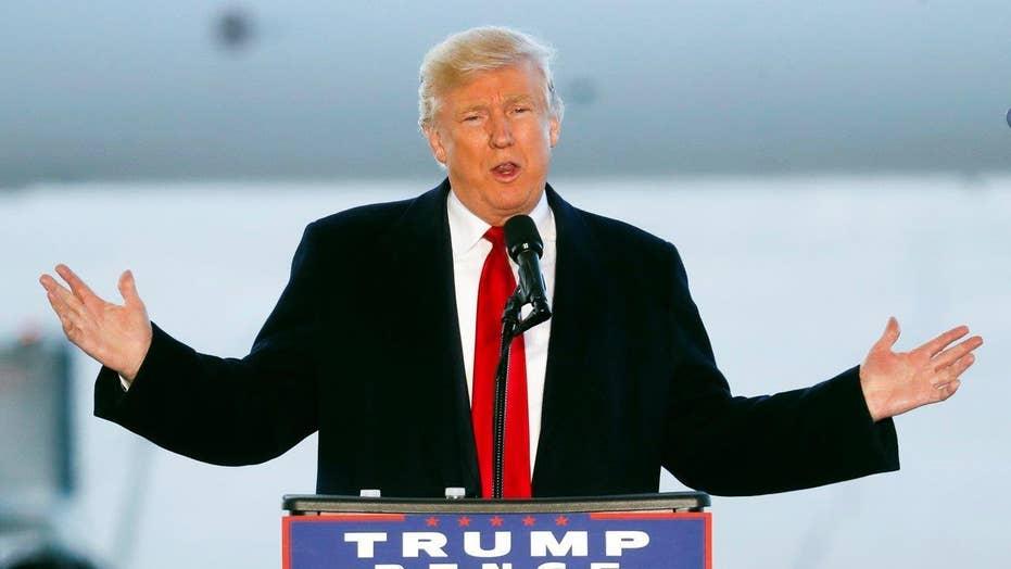 Trump decries the economy, Obama-Clinton era in final push