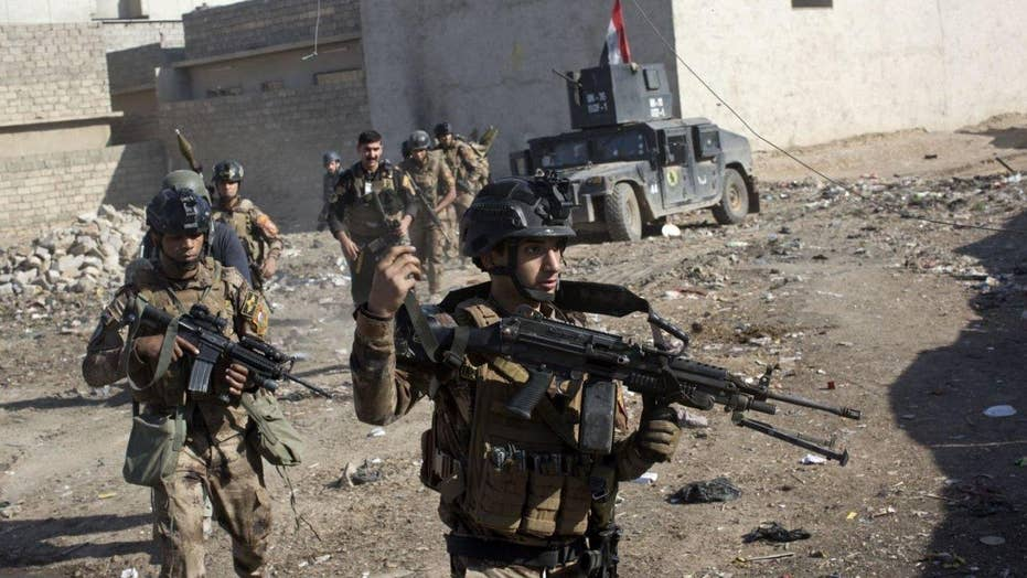 Iraqi troops move through eastern neighborhoods of Mosul