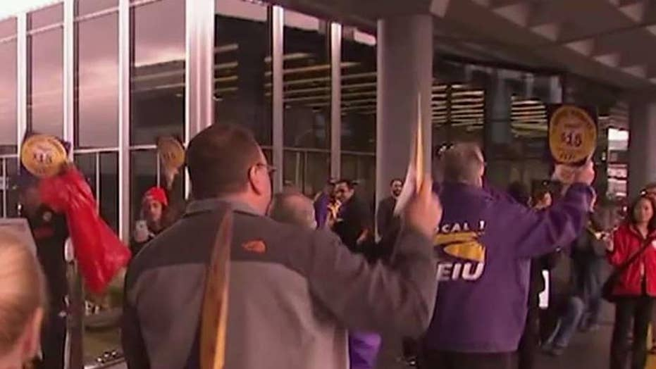 O'Hare airport service workers to strike for $15 an hour