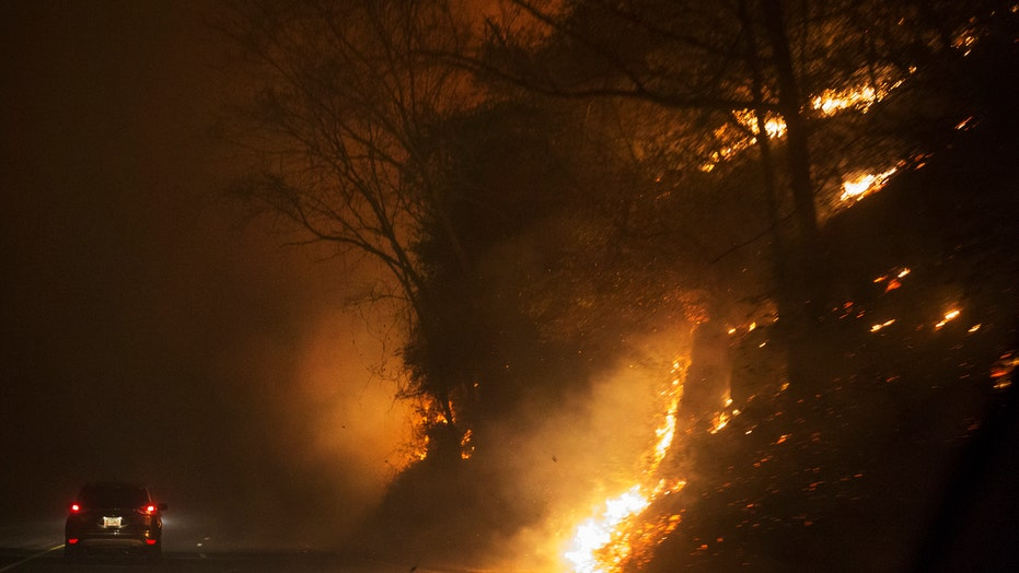 Wildfires force thousands to evacuate Tennessee resort towns