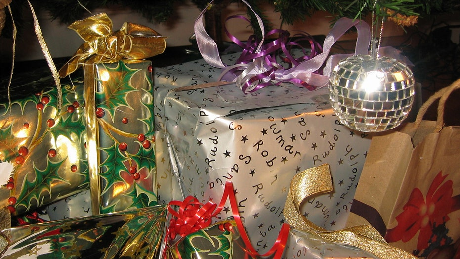 Giving gifts while sticking to a budget
