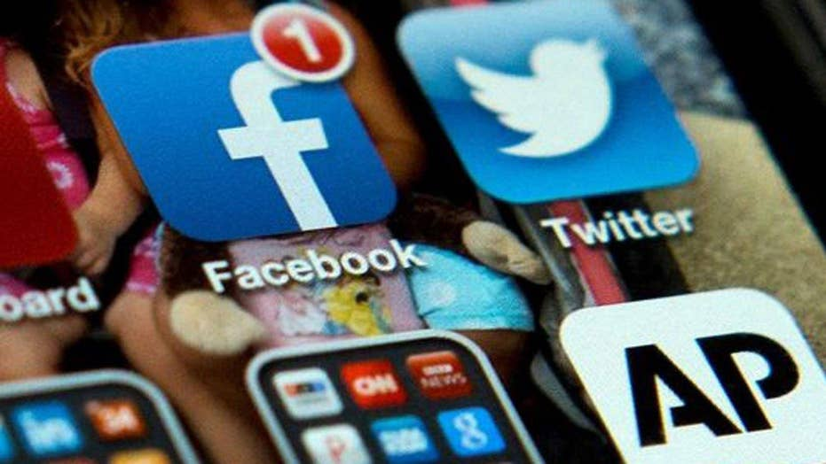 US gov't asking foreign travelers about social media use