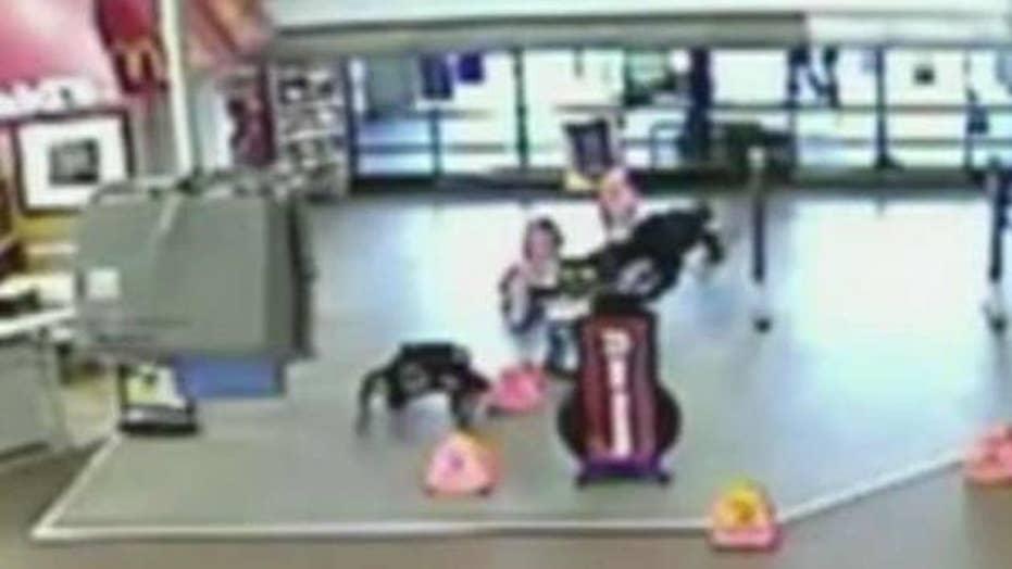 Gunfight in Arizona Walmart caught on video