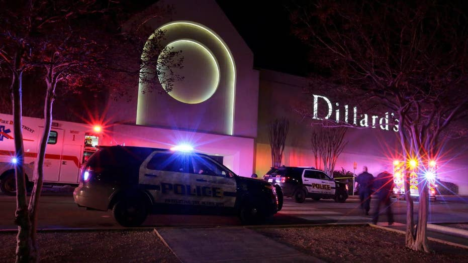 One killed, 5 hospitalized in San Antonio mall robbery 'gone really