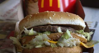 Fox Foodie: Steve Mangleshot and Marlene Koch discuss two new burger sizes, a controversial cake for President Donald Trump and a boozy exercise trend