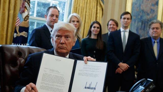 Trump takes steps to resurrect Keystone, Dakota pipelines