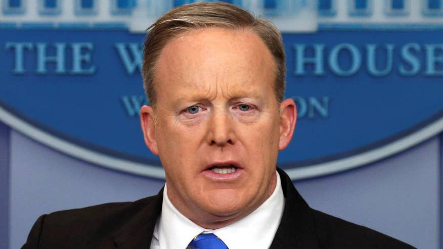 White House press secretary says a 'mainstream' candidate would support the Constitution