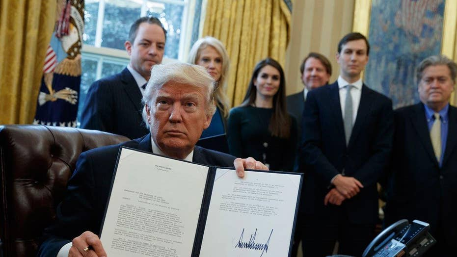 Trump takes steps to resurrect Keystone, Dakota pipelines