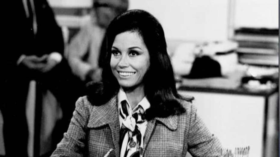 Celebrities take to Twitter to salute Mary Tyler Moore