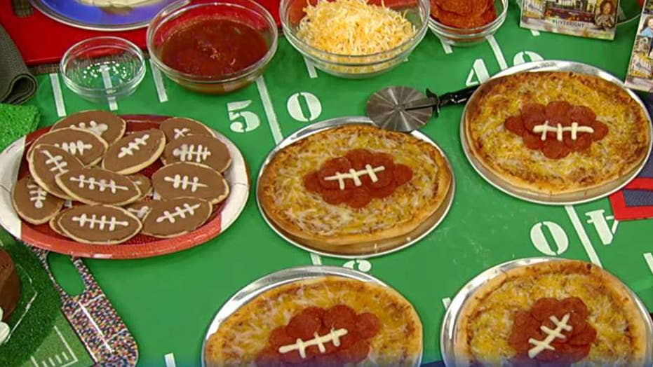 Cooking with 'Friends': Sandra Lee's 'end zone' pizza
