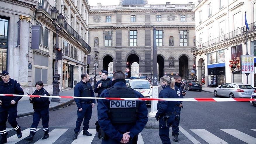Solider opened fire on machete-wielding man outside the famous art museum, suspect now in custody