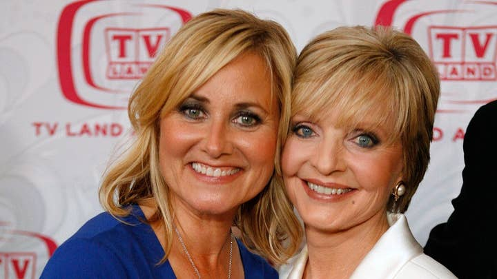 'Brady Bunch' Maureen McCormick honors Florence Henderson