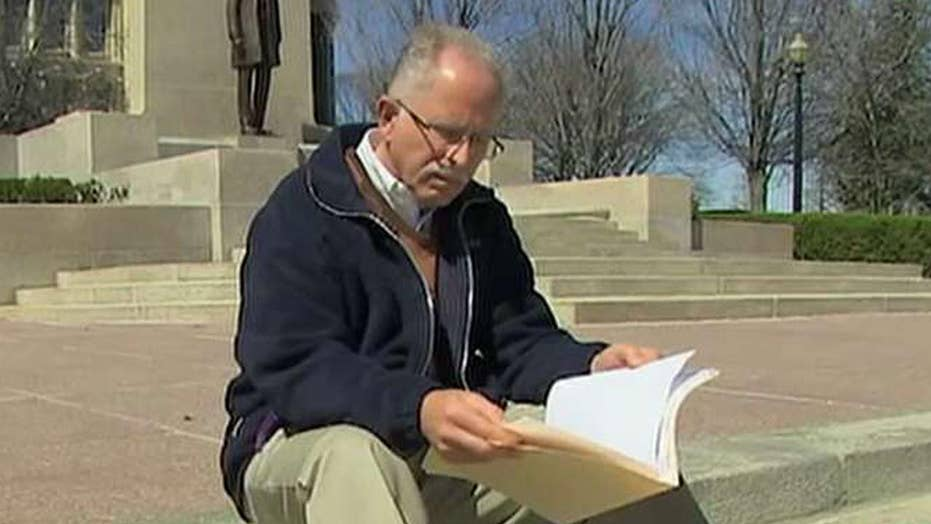 Illinois State worker challenges mandated union fees