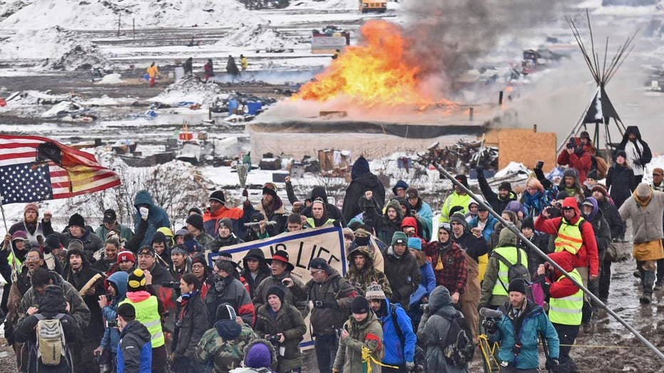10 Dakota Access Pipeline protesters arrested