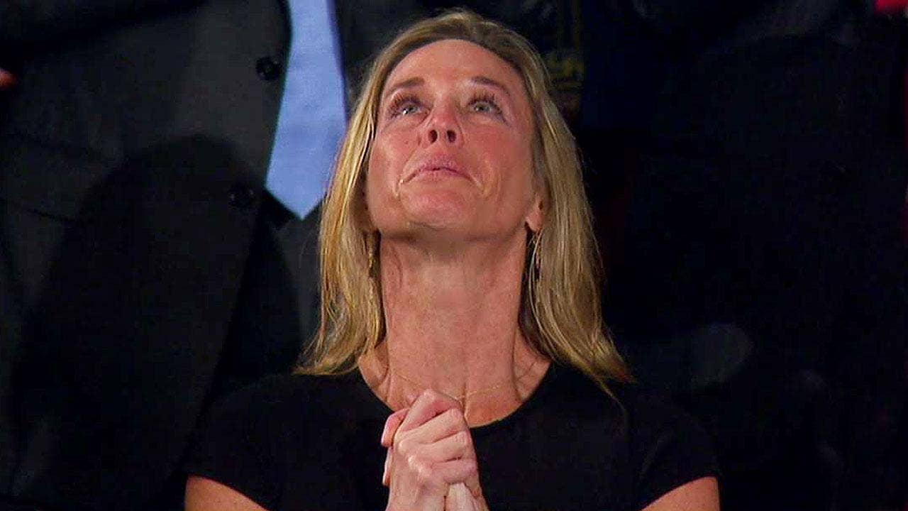 trump honors widow navy seal