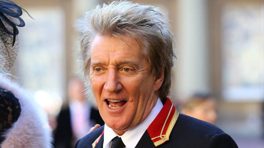Fox411 Breaktime: Rod Stewart apologizes for mock execution video