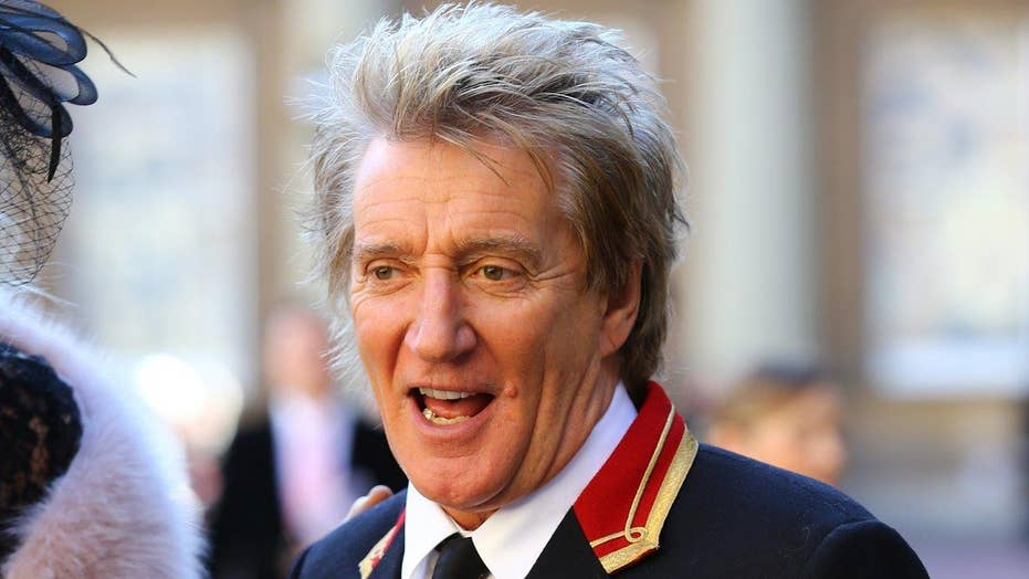 Rod Stewart sorry for mock execution video