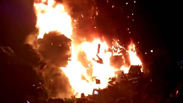 Massive fire engulfs huge King Kong statue at movie premiere
