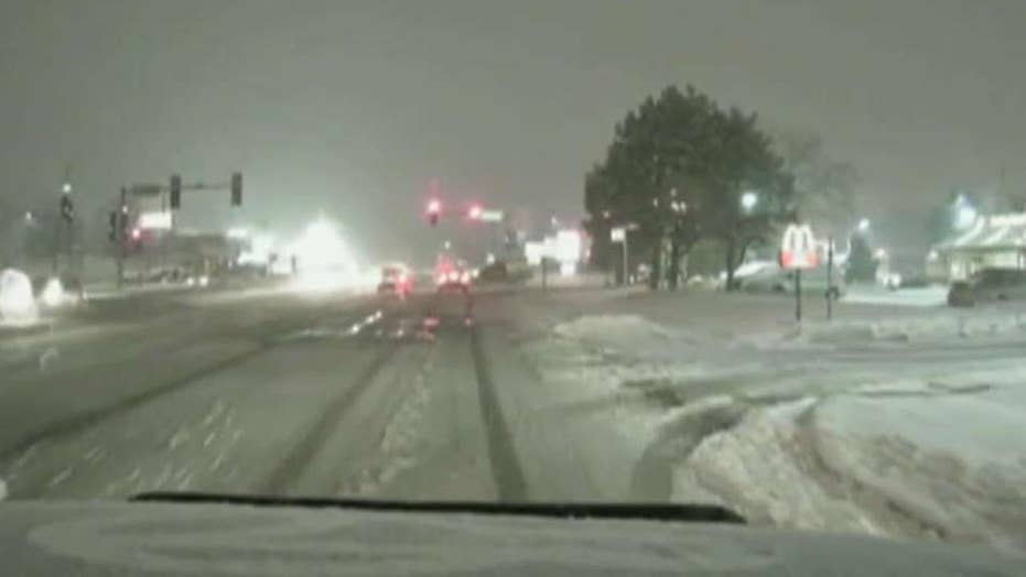 Snowstorm cancels hundreds of flights in Chicago