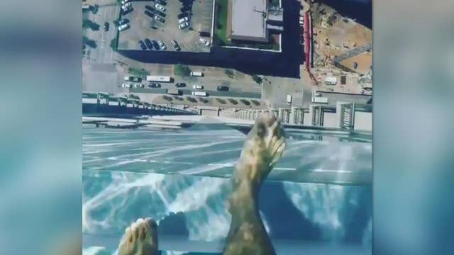 Swimming over the edge in glass bottom pool 40 floors - Tallest swimming pool in the world ...