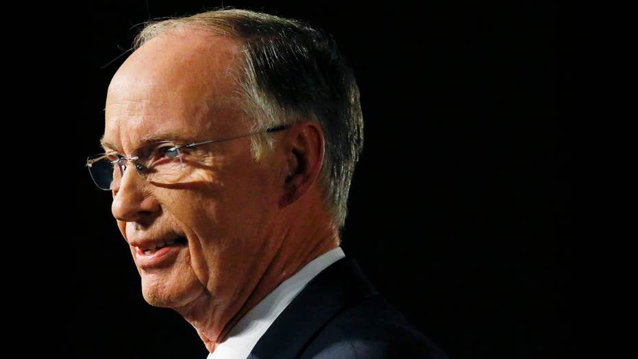 Alabama governor resigns as impeachment hearings begin