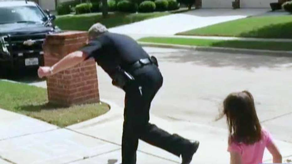 Texas officer skips lunch to hopscotch with little girl