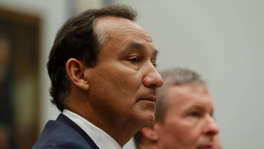 Oscar Munoz gives opening statement to House Transportation Committee on dragging incident
