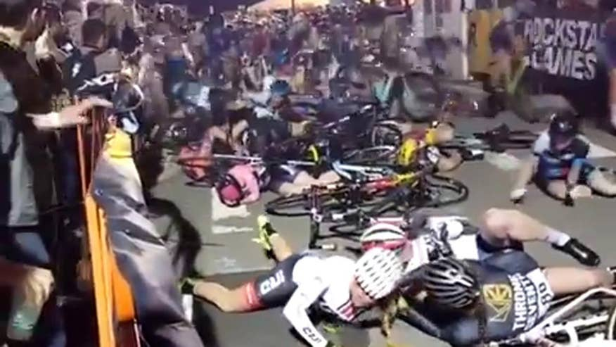 Raw video: Around two dozen riders involved in wreck at Red Hook Criterium in Brooklyn