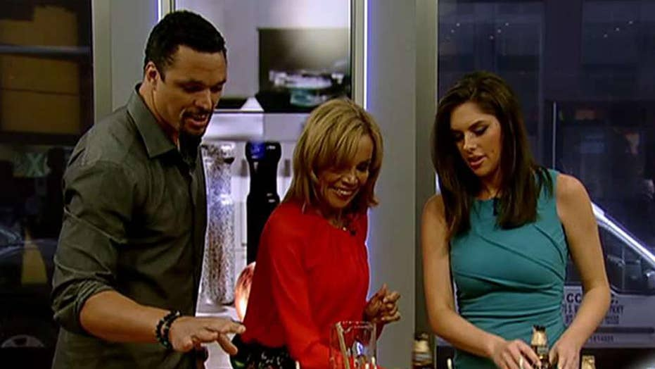 Cooking with 'Friends': Tony Gonzalez cooks for his mom