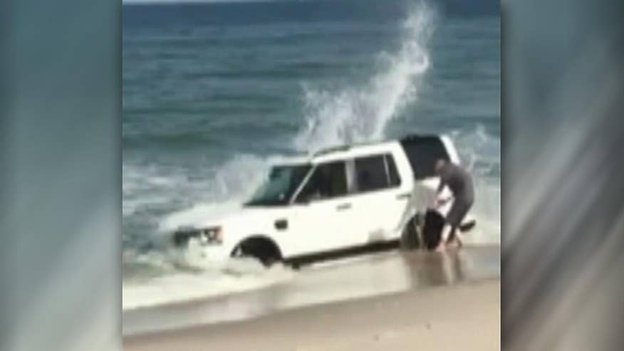 Raw video: Man tries to dig vehicle out of sand on Jersey Shore after attempt to take scenic photographs ends in failure