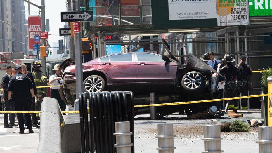 FDNY: 1 dead, 12 hurt after car hits crowd in Times Square