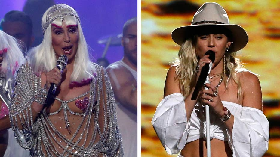 Billboard Music Awards: Cher bares body, Miley covers up