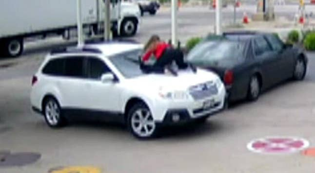 Raw video: Group of teens attempt to carjack woman in Milwaukee, Wisconsin
