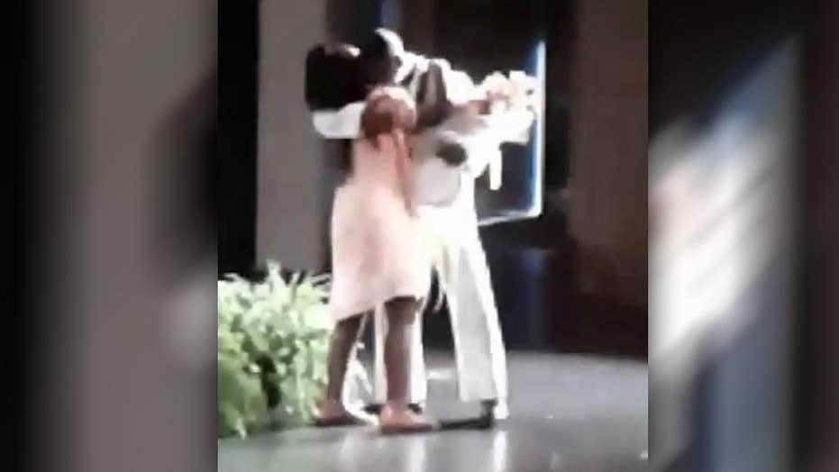 Navy dad surprises daughter at elementary school graduation