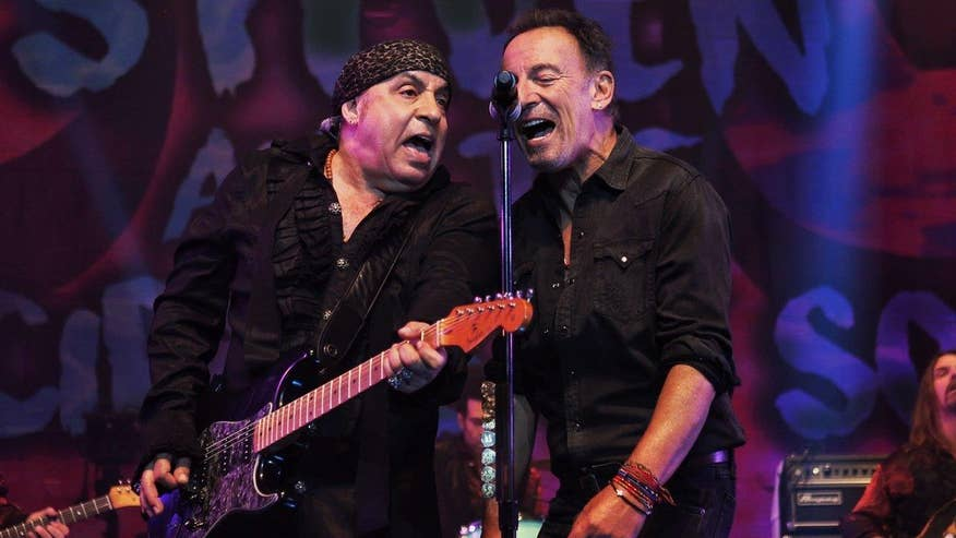 Fox411: Bruce Springsteen performs surprise encore at Van Zandt show