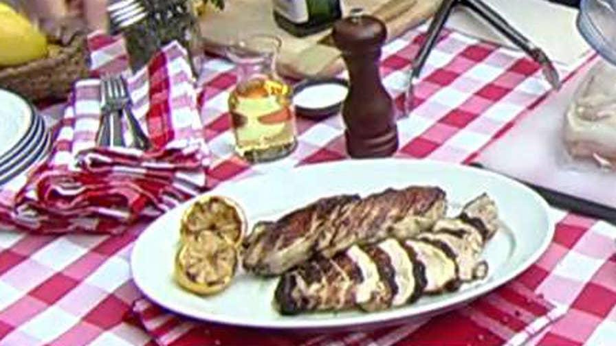 Celebrity chef prepares recipes using Lipton iced tea
