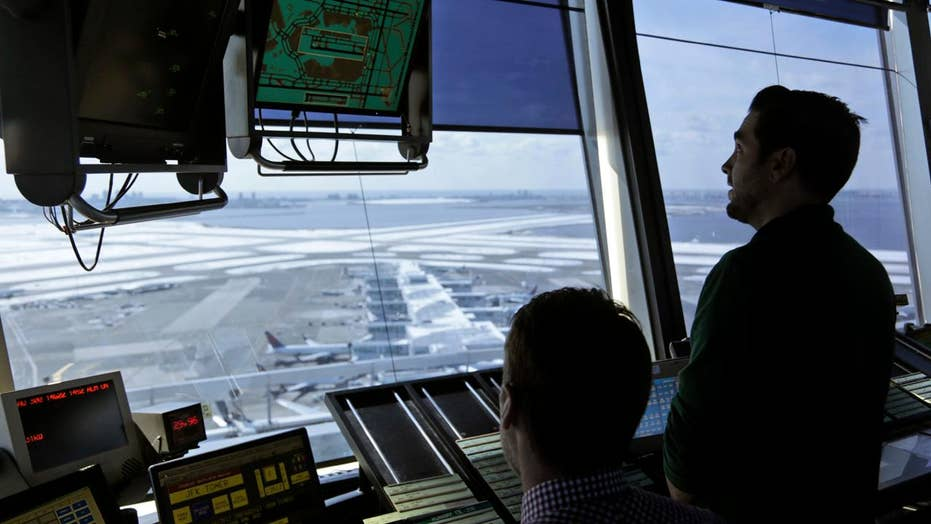 Trump unveils plan to privatize air traffic control system