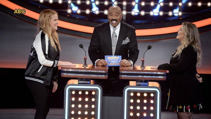 Fox411: Amy Schumer, Kelly Clarkson battle it out on 'Celebrity Family Feud'