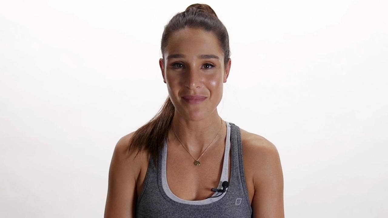 BBG Trainer Kayla Itsines: Alcohol Is 'poison, ' But Carbs Sure Aren't