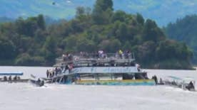 Raw video: Boat capsizes in Penol Reservoir in the tourist town of Guatape, Colombia