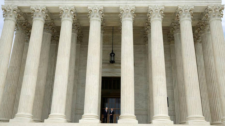 Supreme Court lifts injunction on travel ban