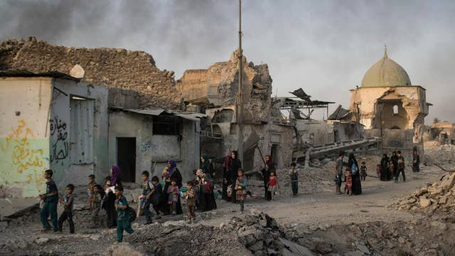 Civilians still trapped as Iraqi forces close in on ISIS