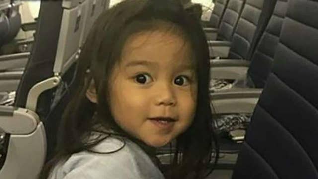 United apologizes for giving away 2-year-old's seat