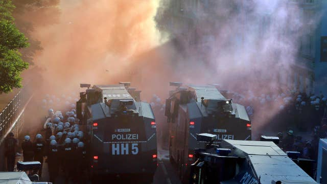 Police use water cannons at G-20 for crowd control