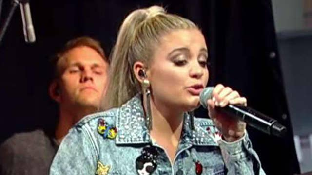 Lauren Alaina performs 'Doin' Fine'