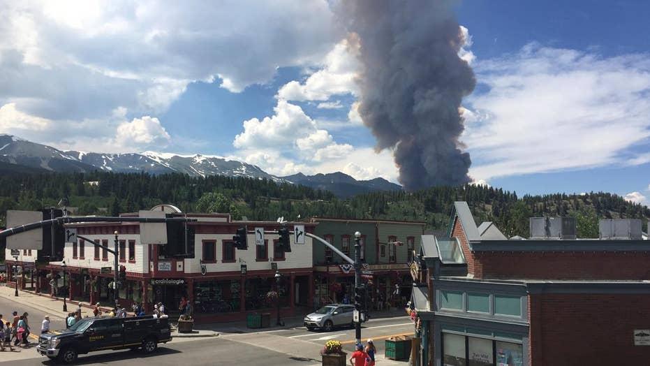Wildfire threatens homes near Breckenridge, Colorado