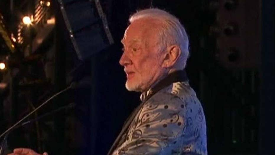 Buzz Aldrin pushes for travel to Mars