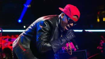 R. Kelly delivers 28-second performance, asks media to 'take it easy' on him