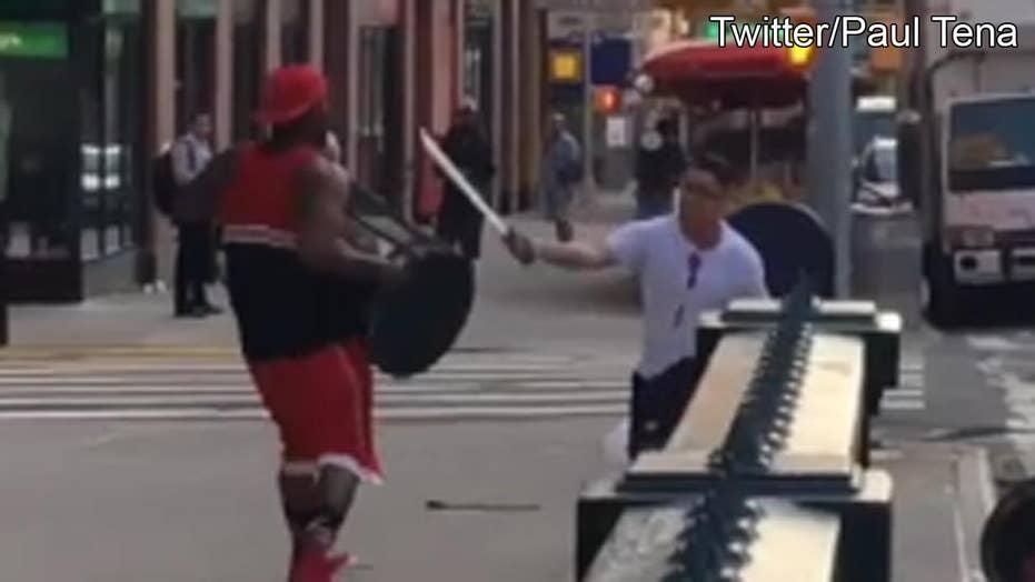 Machete vs. trash can: Wild fight caught on camera
